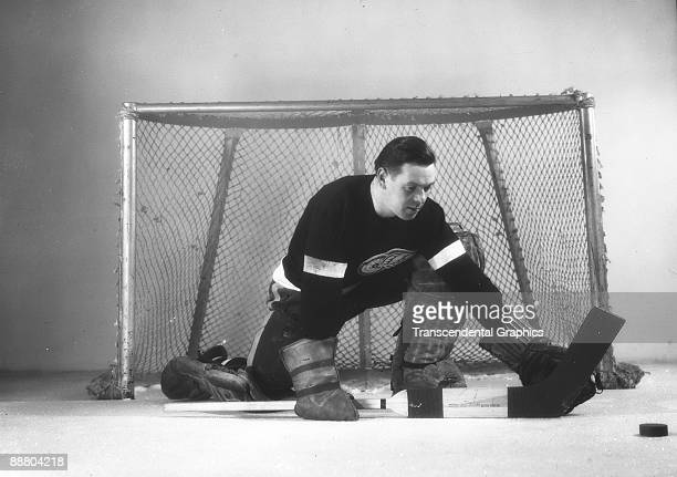 Cecil Ralph 'Tiny' Thompson goalie for the Detroit Red Wings poses in the net, Detroit, MI, 1939.