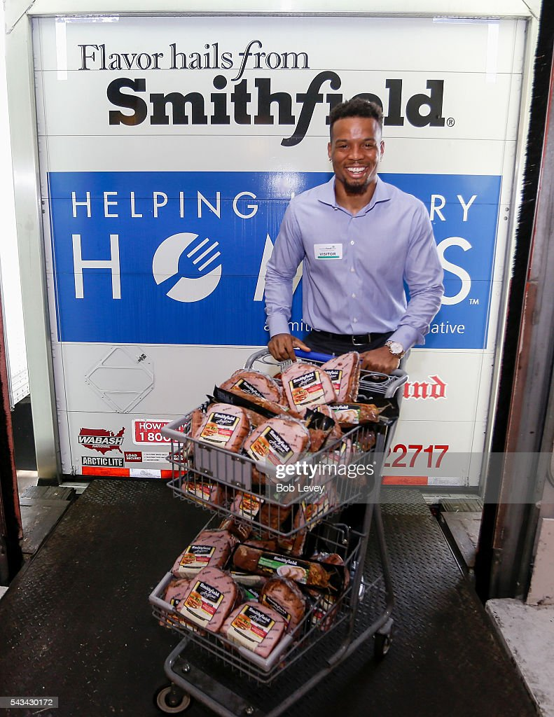 Cecil Shorts III Partners With Smithfield And Kroger To Donate 70,000 Pounds Of Protein To The Houston Food Bank