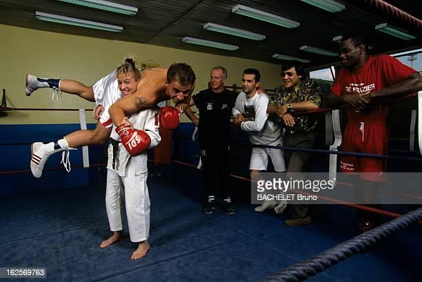 Cecile Nowak Judo World Champion A Paris dans une salle d'entraînement Cécile NOWAK championne de FRANCE de judo vêtue du kimono faisant des prises...