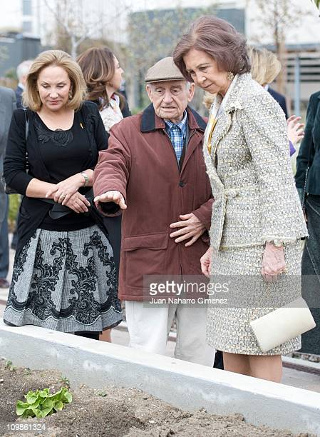 Cecilia Morel de Pinera and Queen Sofia of Spain visit Alzheimer Center of the Fundation Queen Sofia on March 8 2011 in Madrid Spain