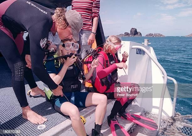 Cecilia Myra Kunz Eva Habermann am Rande der Dreharbeiten zur ZDFReihe 'Traumschiff' Folge 37 'Sydney 'Olympia'Special Australien Taucheranzug Meer...