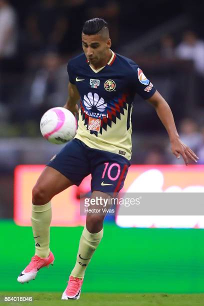Cecilio Dominguez of America drives the ball during the 10th round match between America and Chivas as part of the Torneo Apertura 2017 Liga MX at...