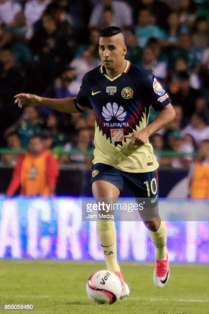 Cecilio Dominguez of America drives the ball during the 11th round match between Leon and America as part of the Torneo Apertura 2017 Liga MX at Leon...