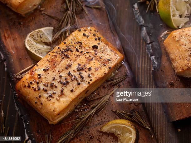 Svícková Cedar tablón de salmón a la parrilla con opciones frías y calientes