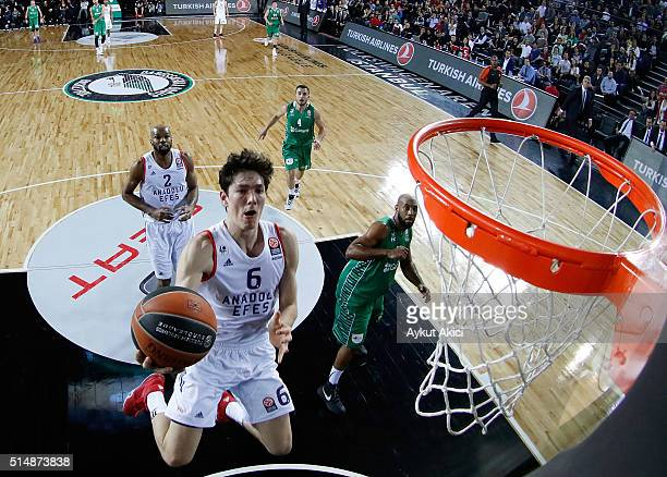 Cedi Osman #6 of Anadolu Efes Istanbul in action during the 20152016 Turkish Airlines Euroleague Basketball Top 16 Round 10 game between Darussafaka...