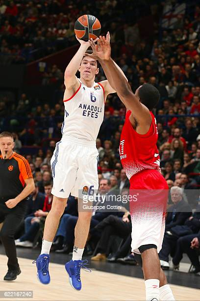 Cedi Osman #6 of Anadolu Efes Istanbul in action during the 2016/2017 Turkish Airlines EuroLeague Regular Season Round 6 game between EA7 Emporio...