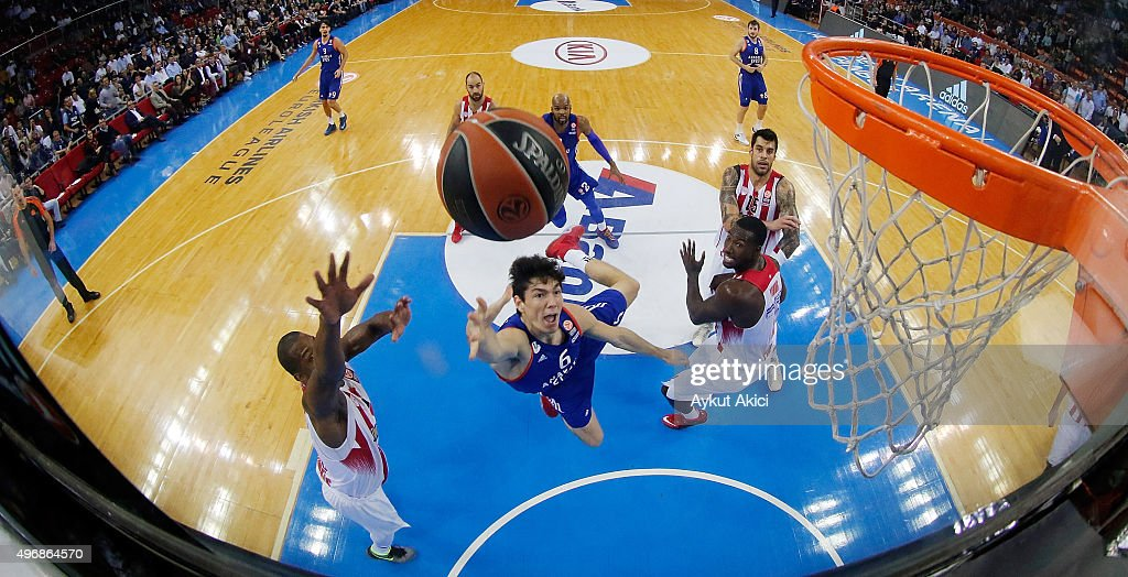 Anadolu Efes Istanbul v Olympiacos Piraeus - Turkish Airlines Euroleague