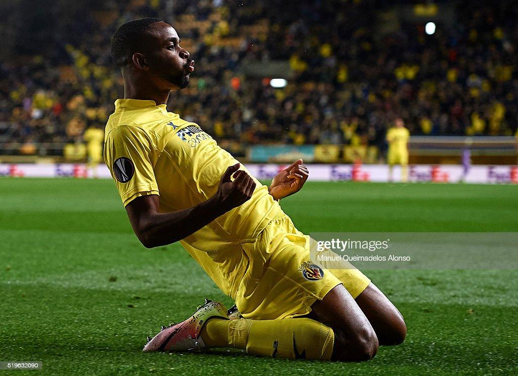 Cedric Bakambu of Villarreal celebrates scoring his team's first goal during the UEFA Europa League Quarter Final first leg match between Villarreal CF and Sparta Prague at El Madrigal on April 7, 2016 in Villarreal, Spain.