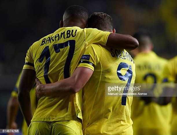 Cedric Bakambu of Villarreal celebrates scoring his team's opening goal with teammate Roberto Soldado during the UEFA Europa League Round of 16 first...