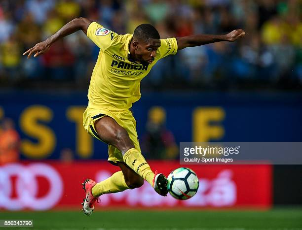 Cedric Bakambu of Villarreal in action during the La Liga match between Villarreal and Eibar at Estadio De La Ceramica on October 1 2017 in...