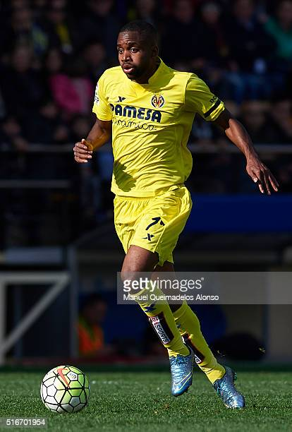 Cedric Bakambu of Villarreal runs with the ball during the La Liga match between Villarreal CF and FC Barcelona at El Madrigal on March 20 2016 in...