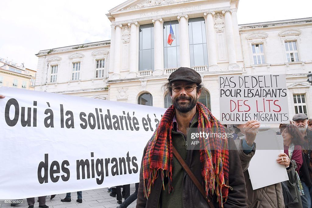 Cedric Herrou, a 37-year-old farmer, arrives at the Courthouse in Nice on November 23, 2016, to attend his trial for allegedly assisting migrants to remain illegally in France A teacher-researcher of the French National Center for Scientific Research (CNRS) and a farmer, supported by several political parties and associations, arrived today to appear for facilitating the irregular stay of migrants at court in Nice. / AFP / Yann COATSALIOU