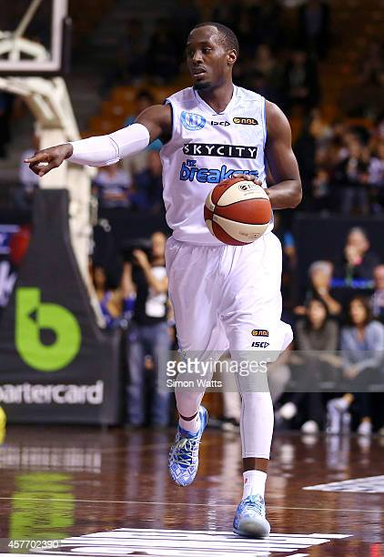Cedric Jackson of The Breakers calls a play during the round three NBL match between the New Zealand Breakers and the Cairns Taipans at North Shore...