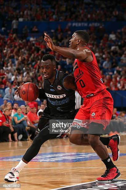 Cedric Jackson of the Breakers drives to the basket against Jermaine Beal of the Wildcats during the round two NBL match between the Perth Wildcats...