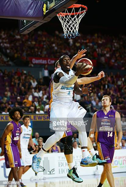 Cedric Jackson of the Breakers drives to the basket during the round nine NBL match between the Sydney Kings and the New Zealand Breakers at Qantas...