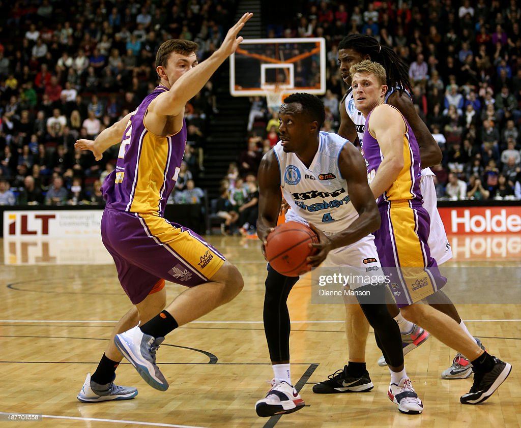 Cedric Jackson of the New Zealand Breakers (C) drives down court during the NBL pre-season match between the New Zealand Breakers and the Sydney Kings at Stadium Southland on September 11, 2015 in Invercargill, New Zealand.