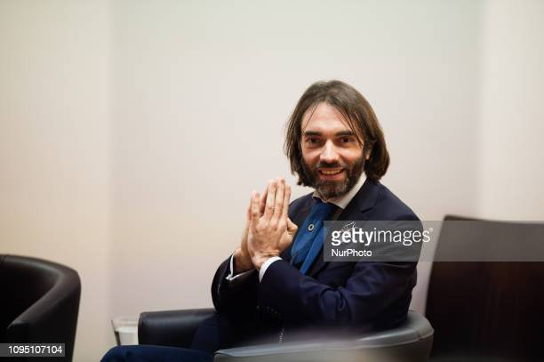 Cedric Villani, mathematician and member of parliament , holds a conference about AI at the hight scool ENS . He confirms that he would like to be...