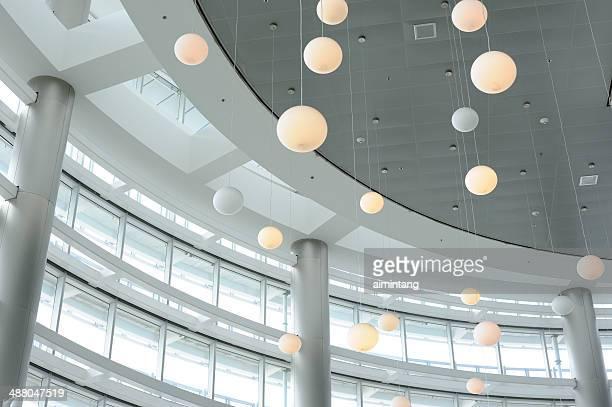 decoración techo en el aeropuerto internacional de miami - aeropuerto internacional de miami fotografías e imágenes de stock