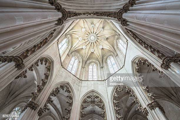 ceiling of batalha monastery, portugal - lifeispixels stock pictures, royalty-free photos & images