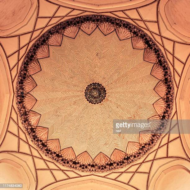 ceiling of the chamber at the main entrance to the tomb of humayun - mandalas india stock pictures, royalty-free photos & images