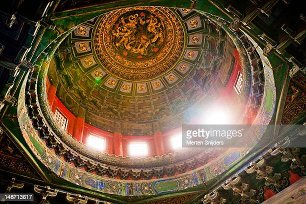ceiling with sun shining through rooftop window around shunzhen gate in the forbidden city. - merten snijders stockfoto's en -beelden