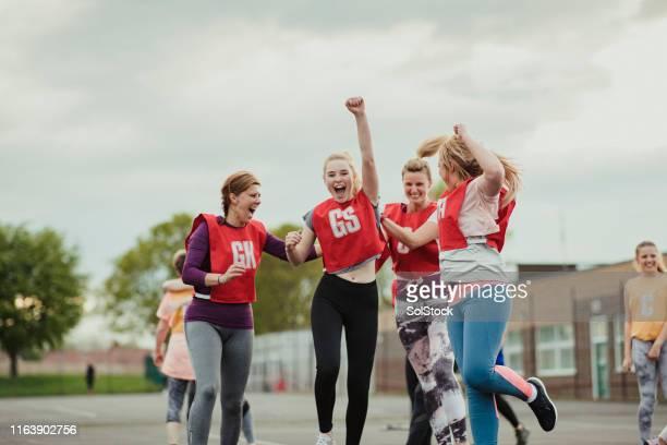 festeggiare dopo una vittoria! - avvenimento sportivo foto e immagini stock