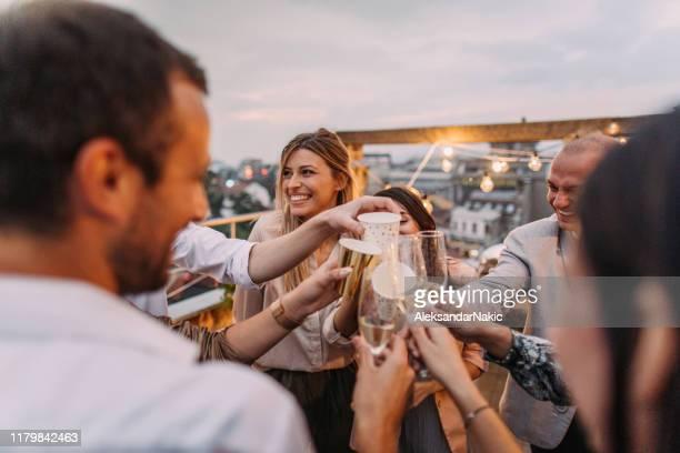 comemorando a vida - champanhe - fotografias e filmes do acervo