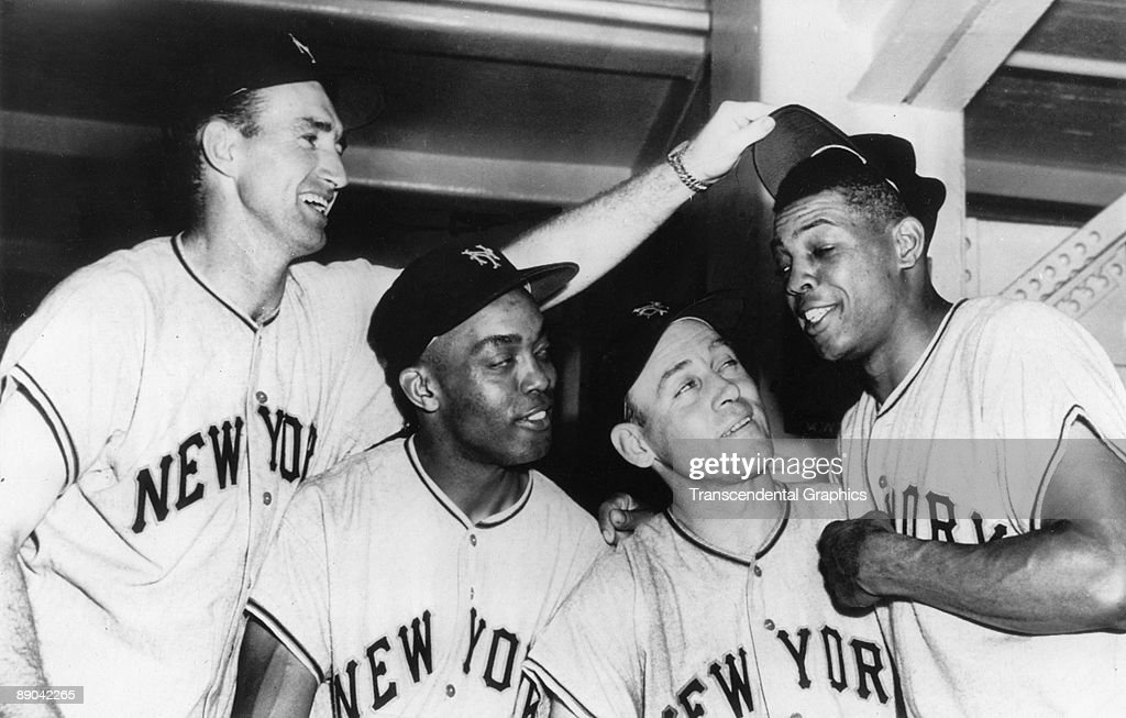 Wille Mays Monte Irvin with New York Giants Teammates 1954 : News Photo