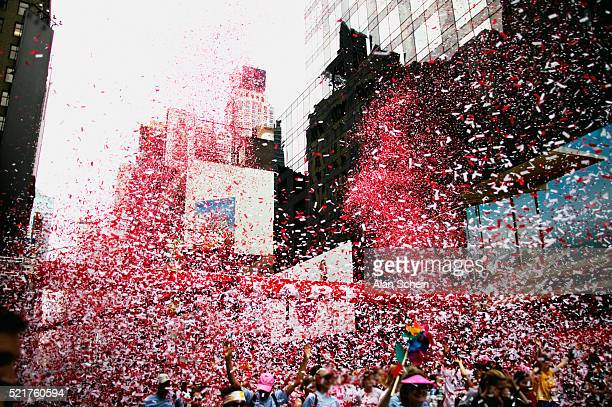 celebration in the city - ticker tape stock pictures, royalty-free photos & images