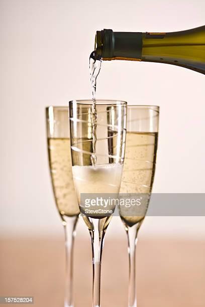 Célébrations du Champagne mousseux Cava verre de vin blanc