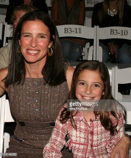 Mimi rogers and daughter lucy getty images for Mercedes benz culver city