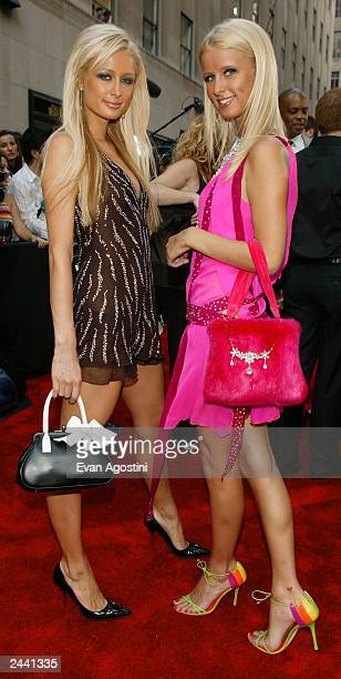 Celebrities Paris and Nicky Hilton arrive at the 2003 MTV Video Music Awards at Radio City Music Hall on August 28 2003 in New York City