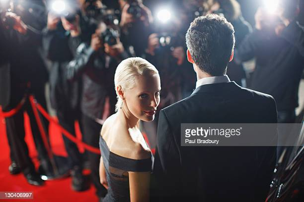 celebrities posing for paparazzi on red carpet - celebritet bildbanksfoton och bilder