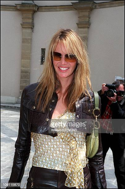 Celebrities Watching The Autumn Winter 2000 2001 Christian Dior Fashion Show On August 7Th 2000 In Paris France Elle Mcpherson