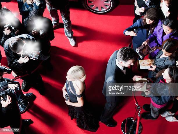 prominente auf dem roten teppich der - red carpet event stock-fotos und bilder