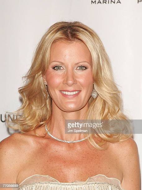 Celebrity chef Sandra Lee arrives at 'An Enduring Vision' Elton John's 6th Annual AIDS Foundation Benefit at the Waldorf Astoria Hotel on September...
