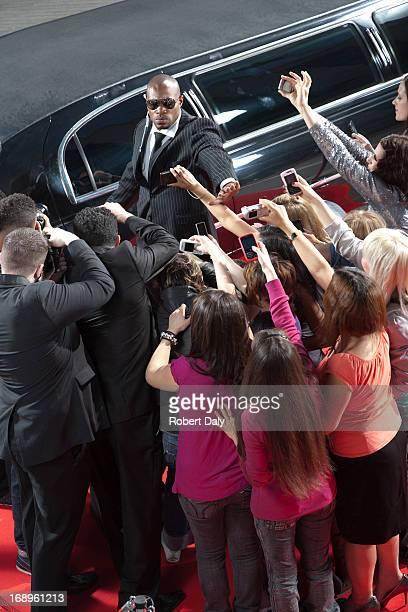 Celebrity limo Richtung aufstrebenden von paparazzi