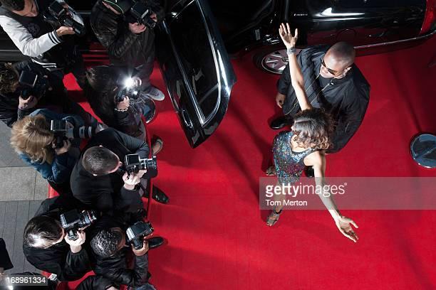Celebrity sortir de limousine de tapis rouge