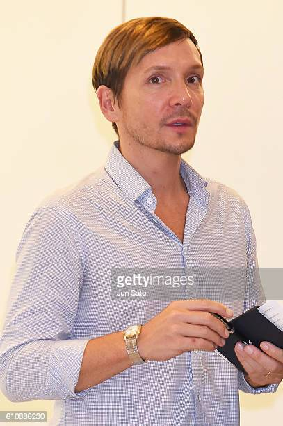 Celebrity hair stylist Ken Paves is seen upon arrival at Narita International Airport on September 28 2016 in Narita Japan