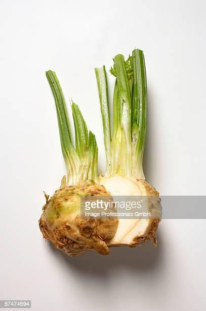 celeriac, halved - celeriac - fotografias e filmes do acervo