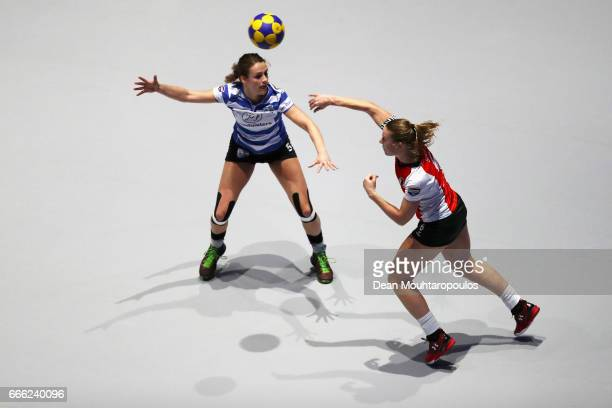 Celeste Split of Top/Quoration passes the ball in front of Loraine Vissers of BlauwWit during the Dutch Korfball League Final between BlauwWit and...