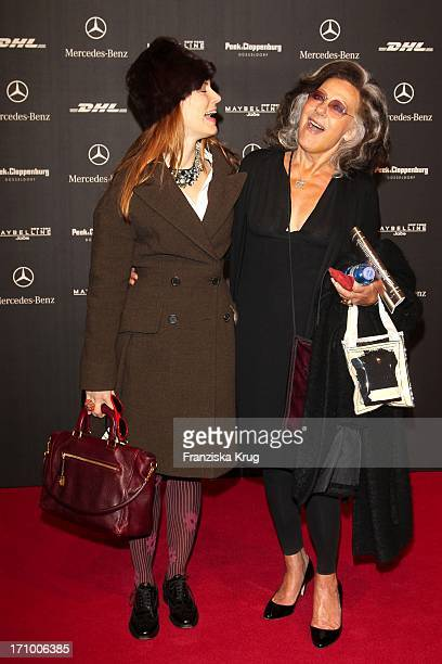 Celia Gräfin Von Bismarck Und Angelica Blechschmidt Bei Der 'Lena Hoschek' Modenschau Auf Dem Bebelplatz In Berlin