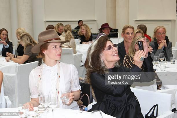 Celia Gräfin Von Bismarck Und Angelica Blechschmidt Beim Rena Lange Ladies Lunch Im Hotel De Rome In Berlin