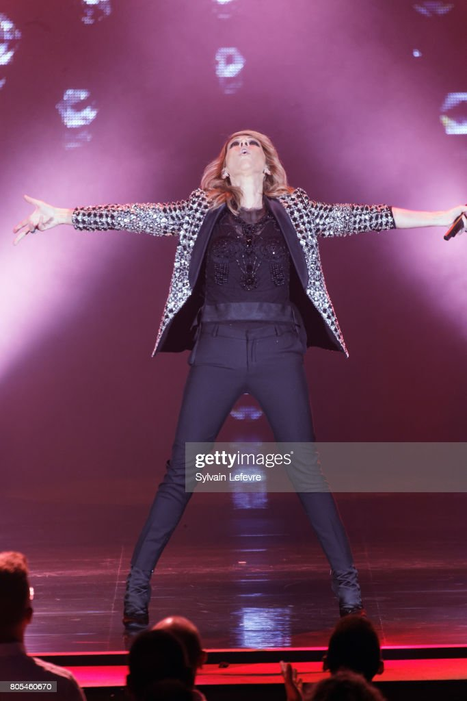 Celine Dion Performs In Lille : News Photo
