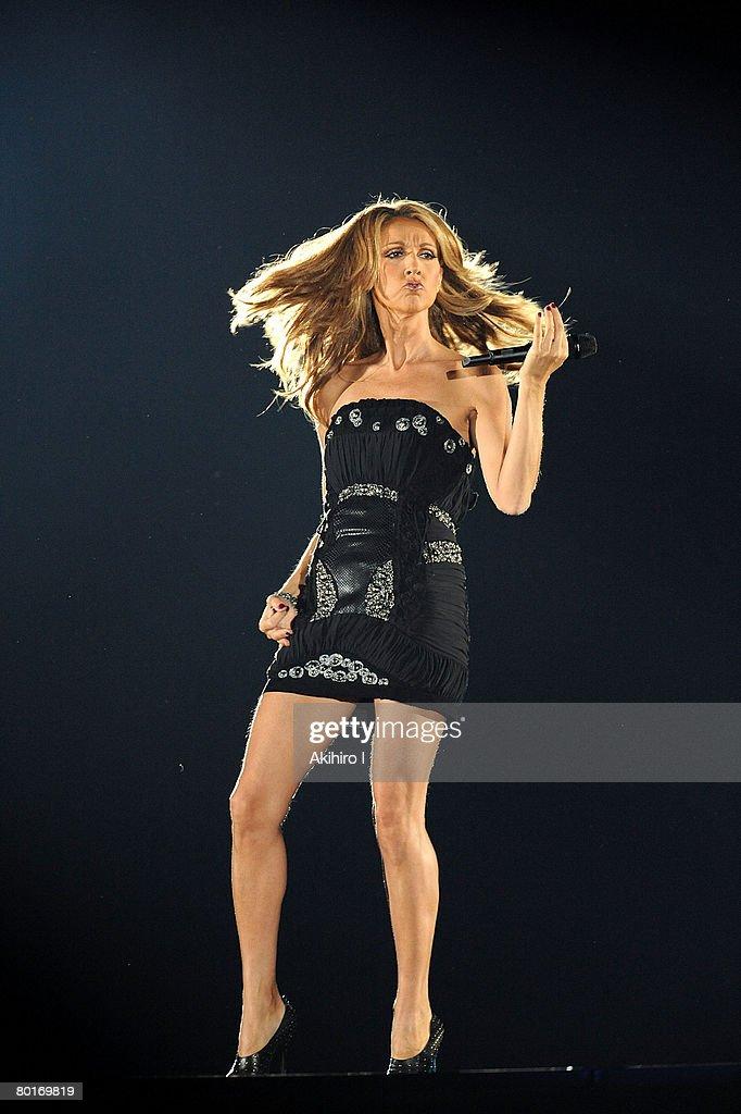Celine Dion Performs Tokyo : News Photo