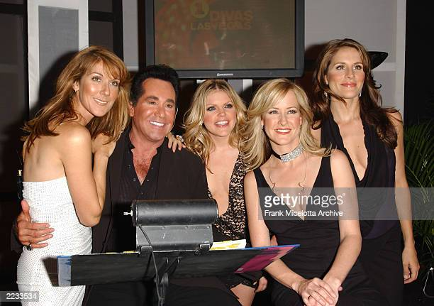 Celine Dion Wayne Newton and The Dixie Chicks backstage at the VH1 Divas Las Vegas a concert to benefit the VH1 Save the Music Foundation at the MGM...
