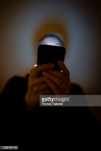 Cell phone addiction symbol photo: A woman looks at her smartphone in a dark room on January 23, 2021 in Berlin, Germany.