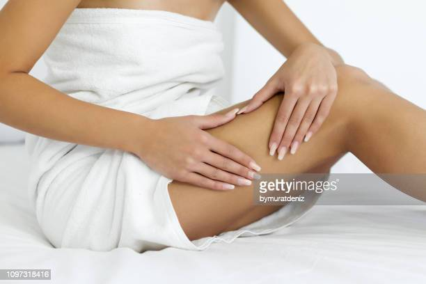 cellulite skin - celulite imagens e fotografias de stock