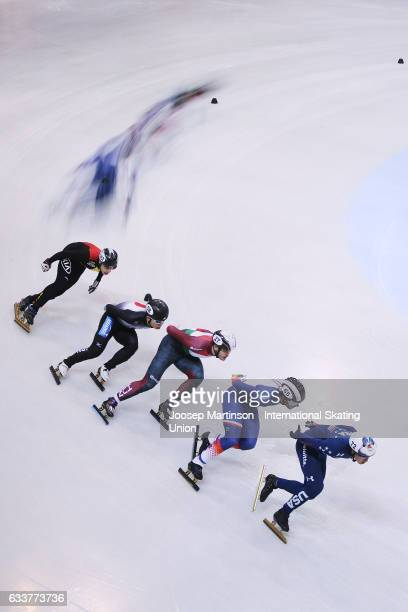 J R Celski of the United States leads the pack in the Men's 1000m quarter finals during day one of the ISU World Cup Short Track at EnergieVerbund...
