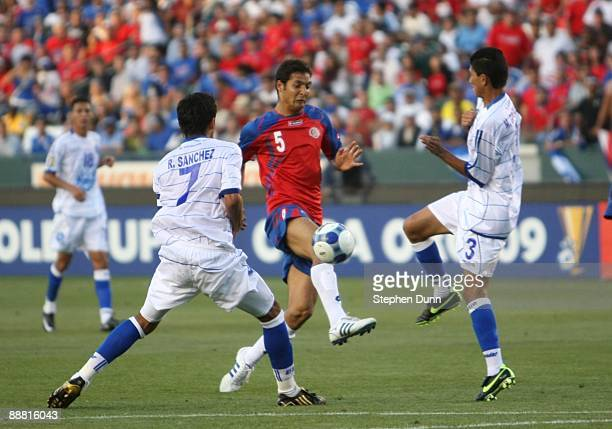 Celso Borges of Costa Rica passes the ball between Ramon Sanchez and Marvin Gonzales of El Salvador during the first half in the 2009 CONCACAF Gold...